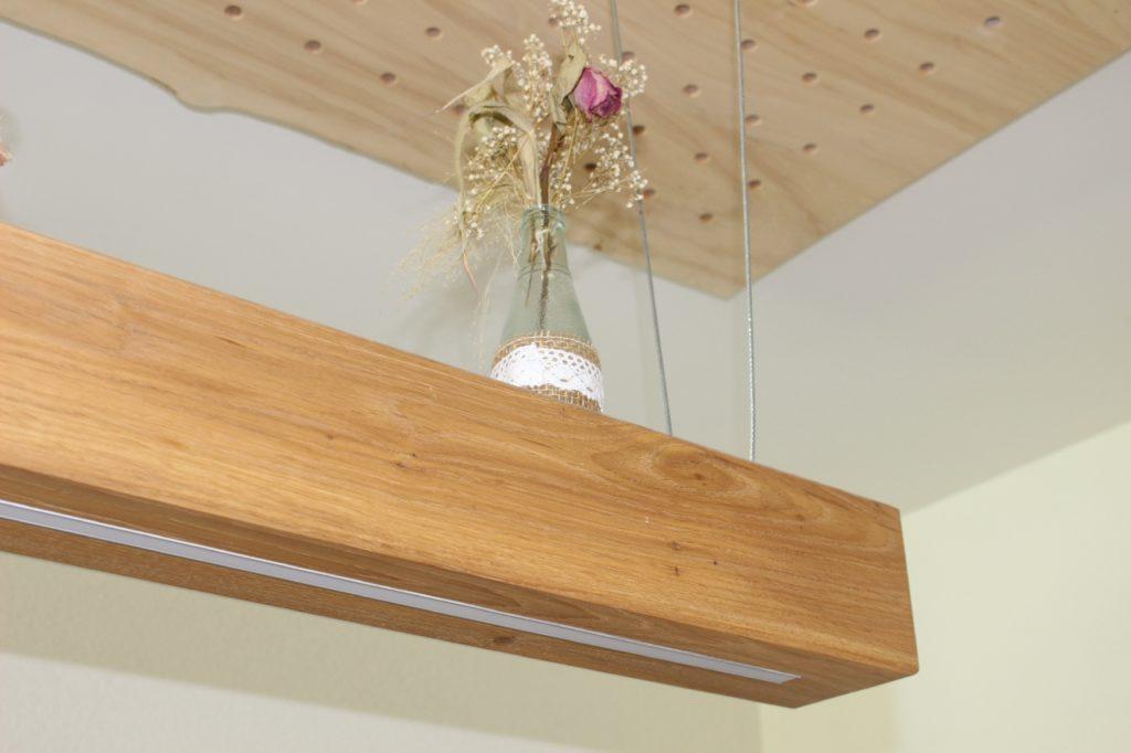 Akkustikdecke mit Beleuchtung im Innenausbau von Holz-Werke.ch Kirchberg SG