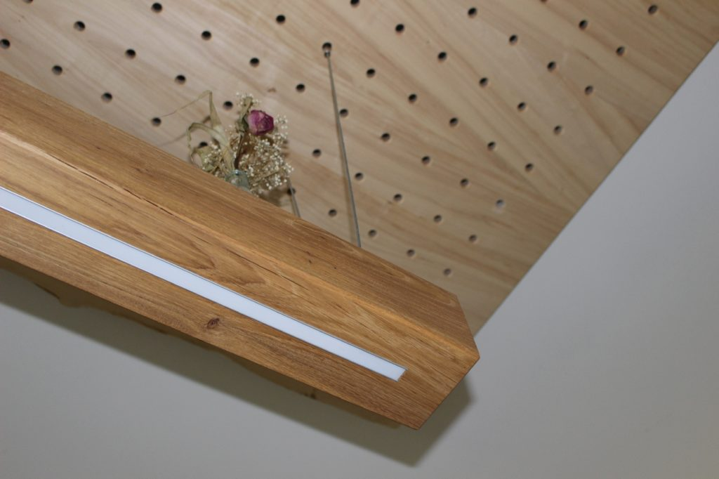 Eichenbalken mit eingelassenem Led von Holz-werke.ch in Kirchberg SG