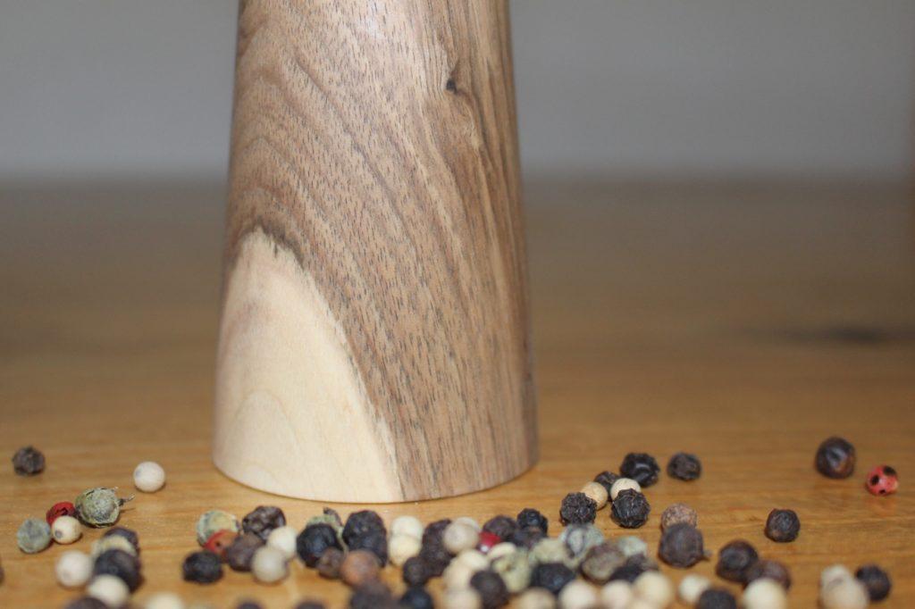 Pfeffermühle aus Nuss-Holz