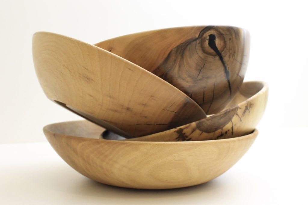 Drechslerei-Produkte wie Holzschalen werden hergestellt bei Holz-Werke.ch in Kirchberg SG.