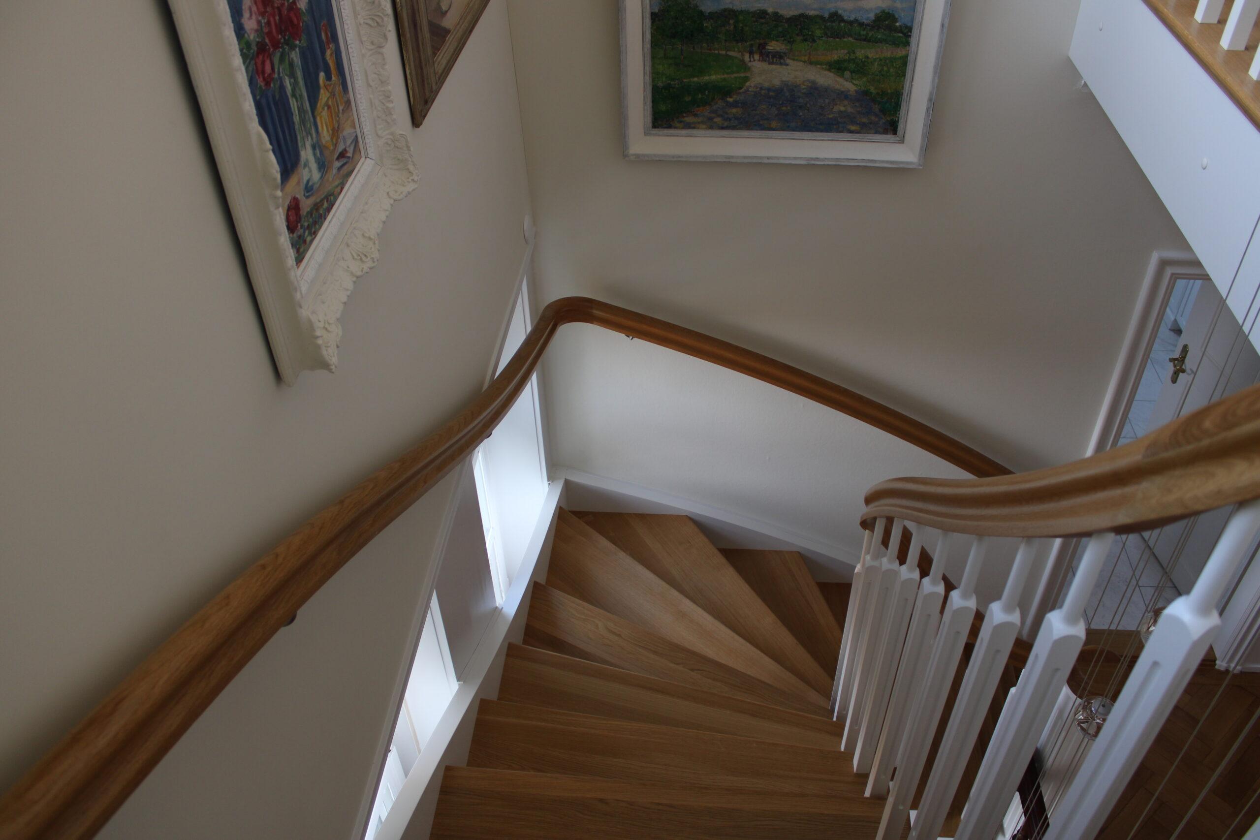 Treppen-Handlauf aus Massiv-Holz von Holz-Werke.ch in Kirchberg SG.