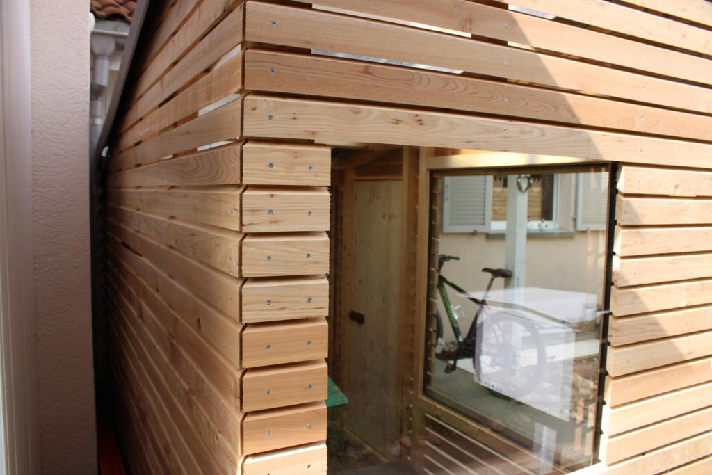 Gartenhaus mit grossen Fenster von der Zimmerei Holz-Werke.ch