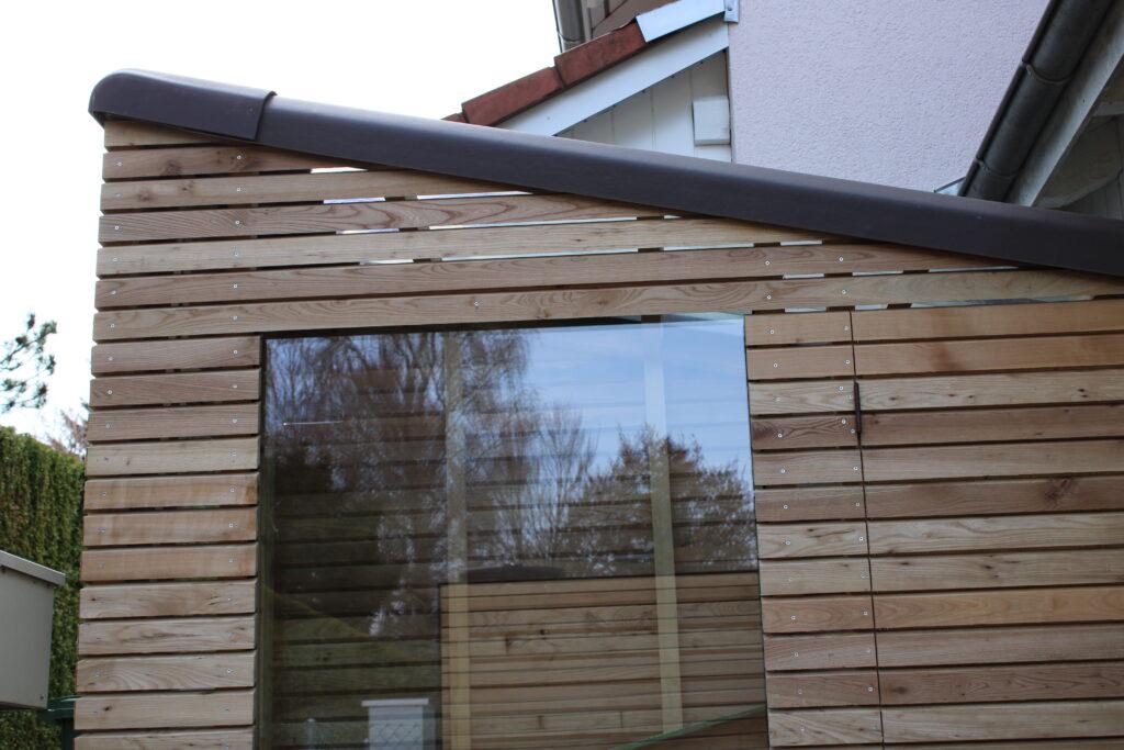 Das Dach des Gartenhauses von Holz-Werke.ch ist aus Eternit