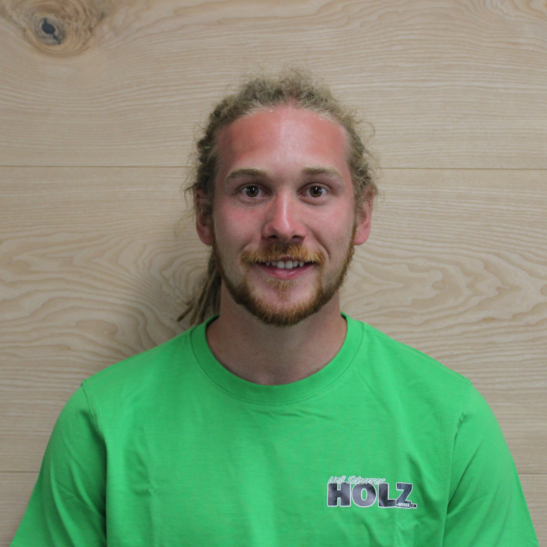 Cyrill Bolt gelernter Schreiner, Mitarbeiter bei der Firma Holz-Werke.ch GmbH in Kirchberg SG