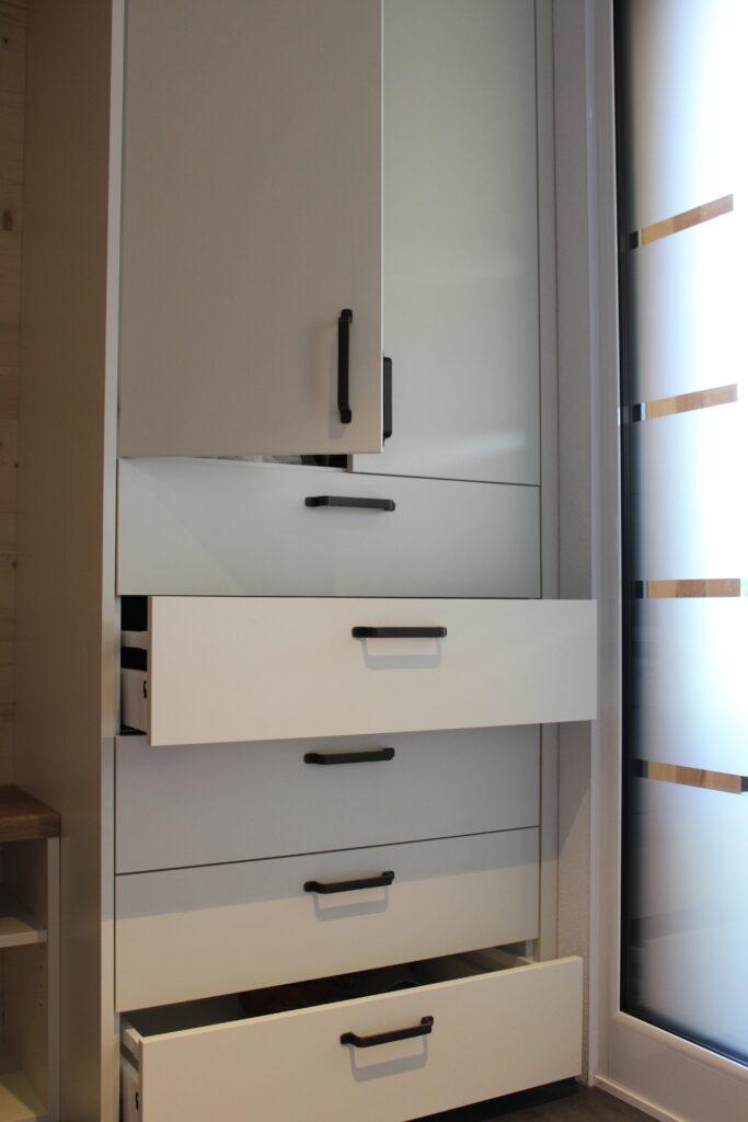 Schrank mit Schubladen vom Schreiner von Holz-Werke.ch in Kirchberg SG.
