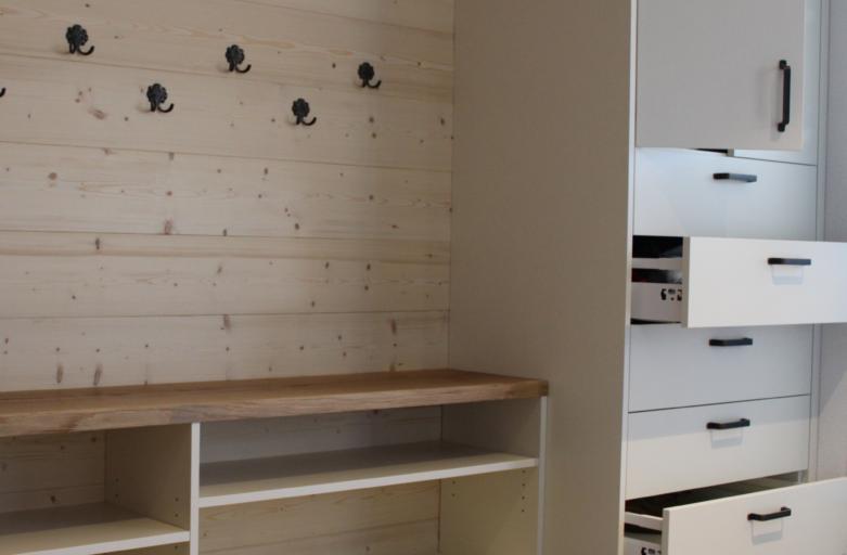 Garderobe mit Schrank von der Schreinerei Holz-Werke.ch